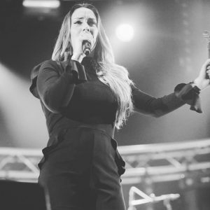 Lisa Lois sings Adele clubtour 2017