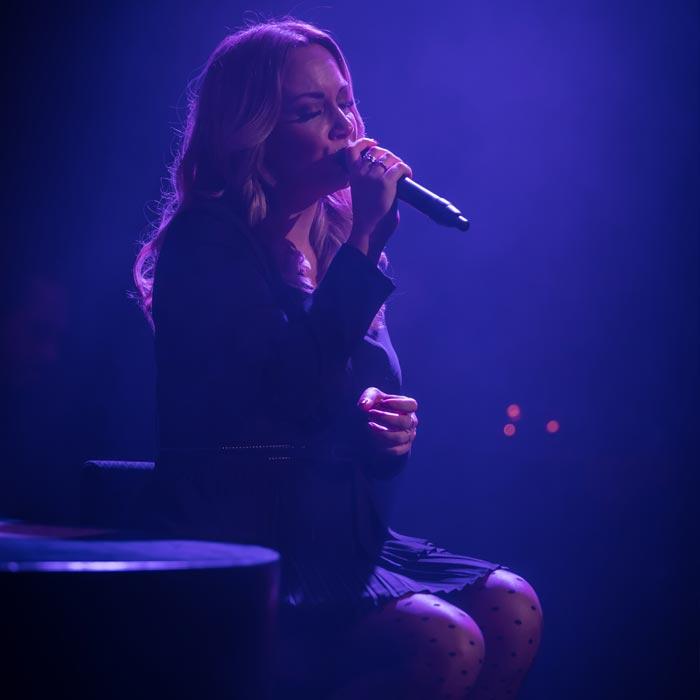 Lisa Loïs sings Adele live large