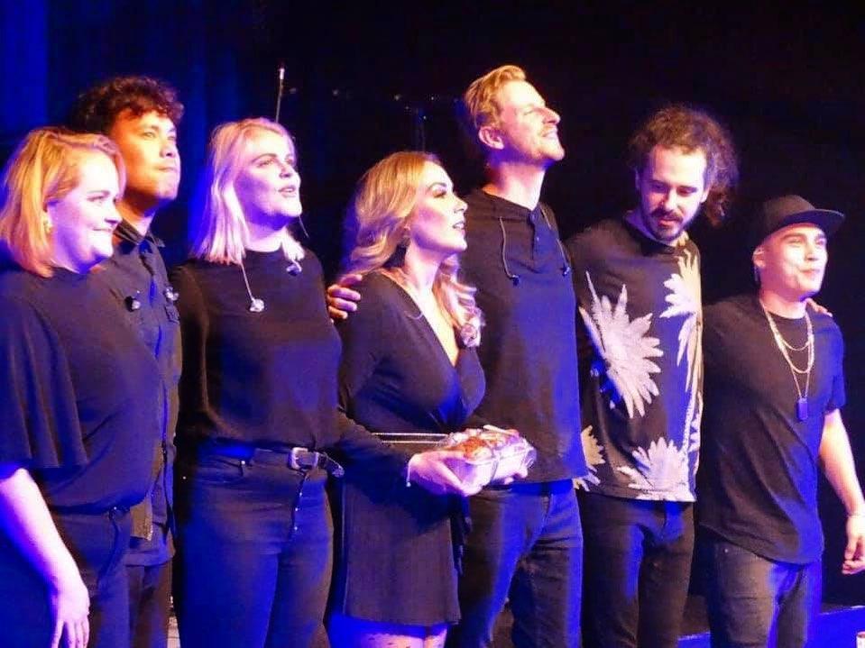 Lisa Loïs en band on stage Adeletour 2019
