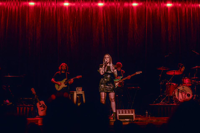 Lisa Loïs sings Adele laatste show Hoogeveen 2020