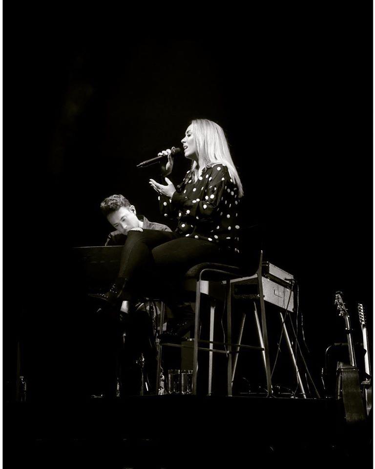 Lisa Loïs en Alexander Klement on stage