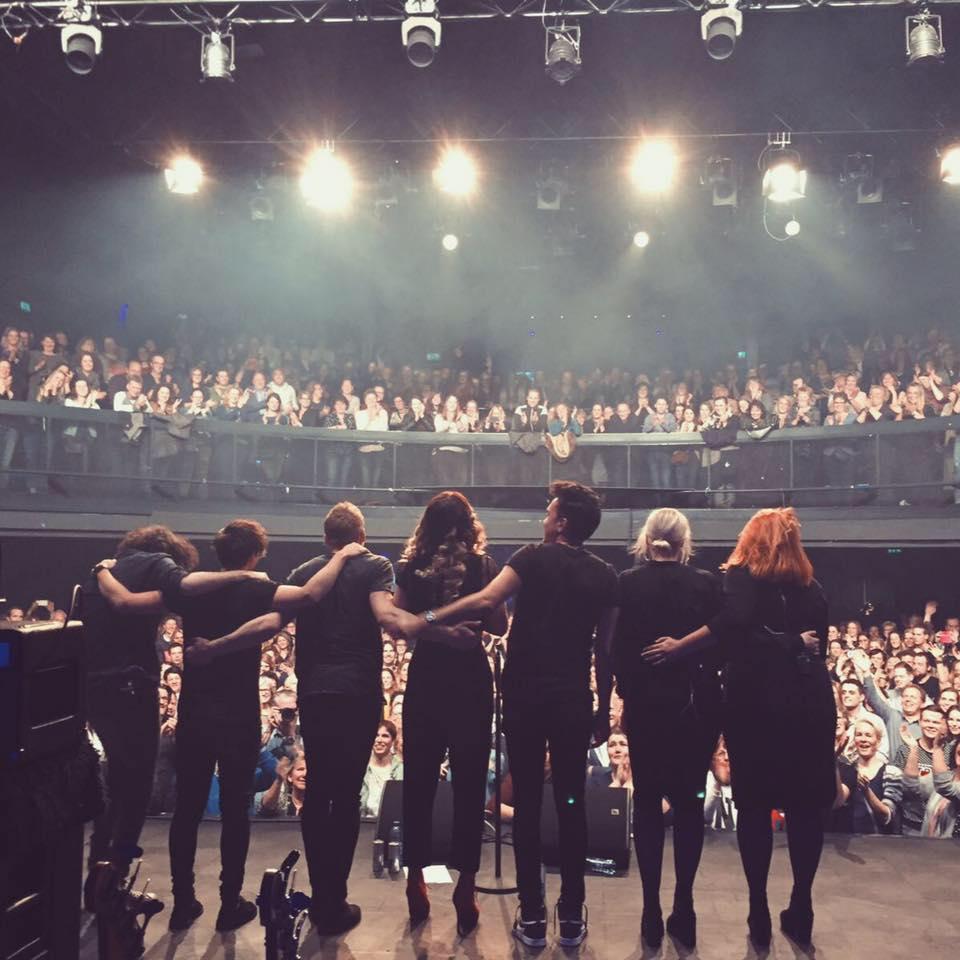 Lisa Loís en band op het podium van Hedon Zwolle