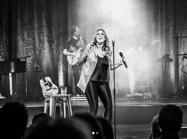 Lisa Loïs sings Adele zwartwit